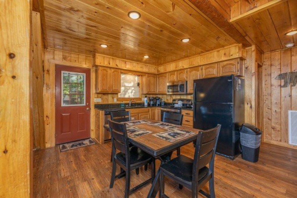 Photo of a Pigeon Forge Cabin named Cozy Mountain View - This is the third photo in the set.