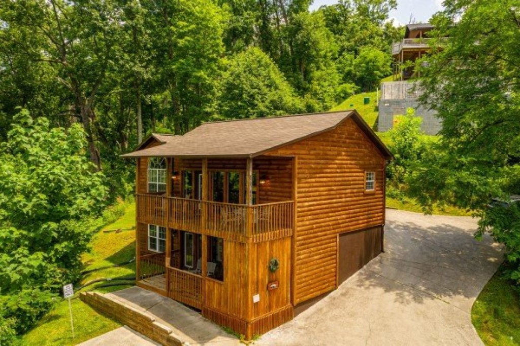Photo of a Gatlinburg Cabin named High In The Smokies - This is the first photo in the set.