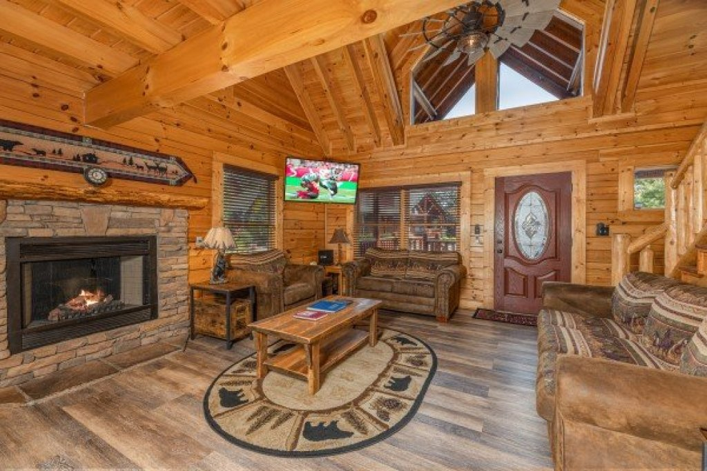 Photo of a Sevierville Cabin named Loving Every Minute - This is the third photo in the set.