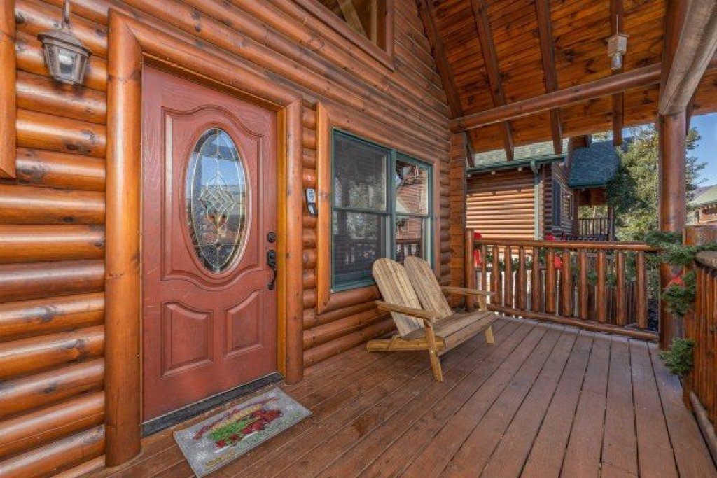 Photo of a Sevierville Cabin named Loving Every Minute - This is the second photo in the set.