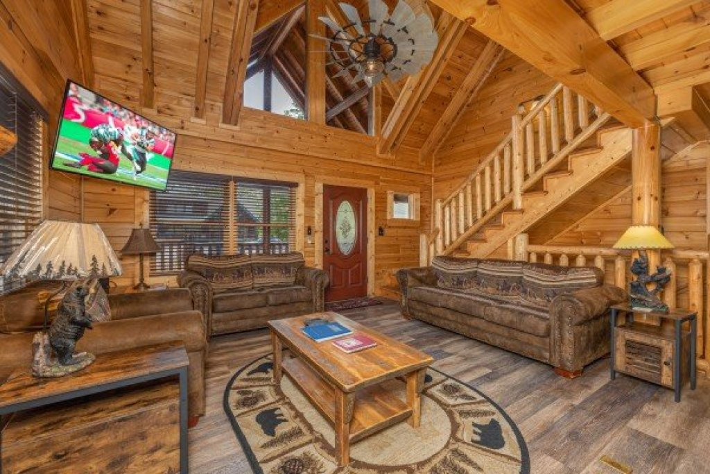 Photo of a Sevierville Cabin named Loving Every Minute - This is the fourth photo in the set.