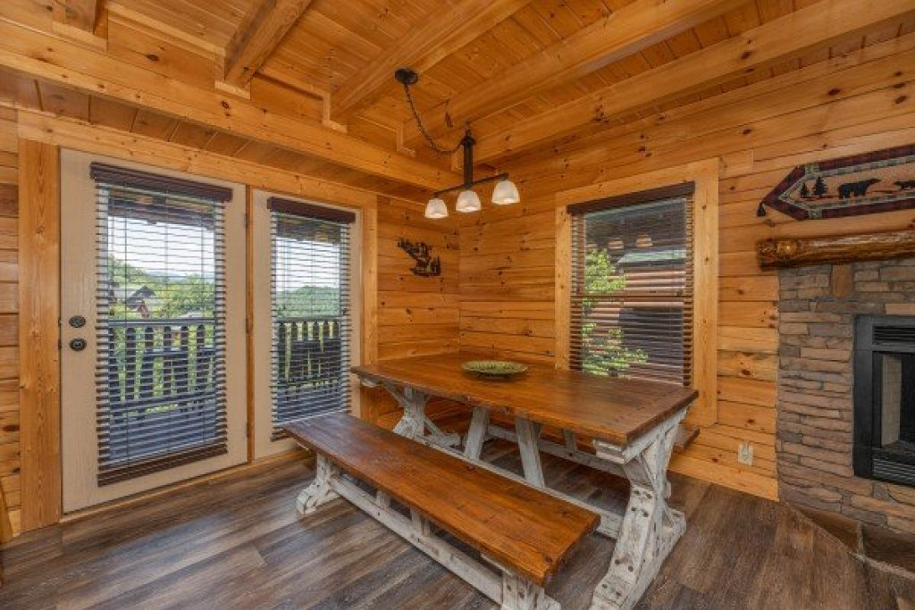 Photo of a Sevierville Cabin named Loving Every Minute - This is the seventh photo in the set.