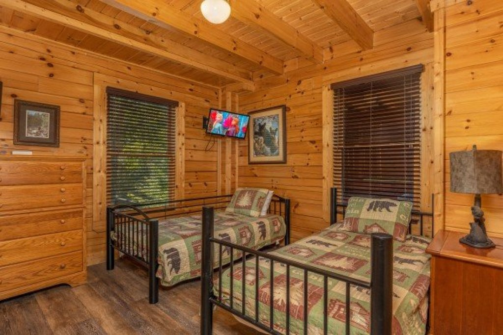 Photo of a Sevierville Cabin named Loving Every Minute - This is the fourteenth photo in the set.