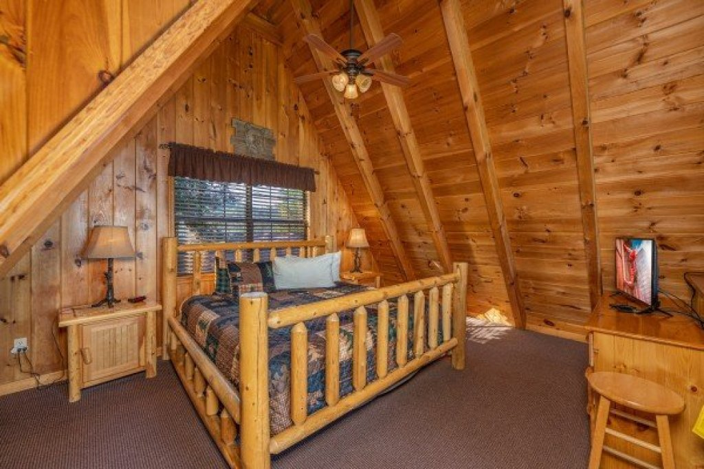 Photo of a Pigeon Forge Cabin named Cozy Mountain View - This is the eighteenth photo in the set.