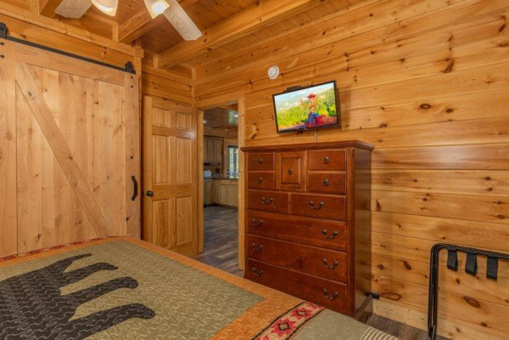 Photo of a Sevierville Cabin named Loving Every Minute - This is the thirteenth photo in the set.
