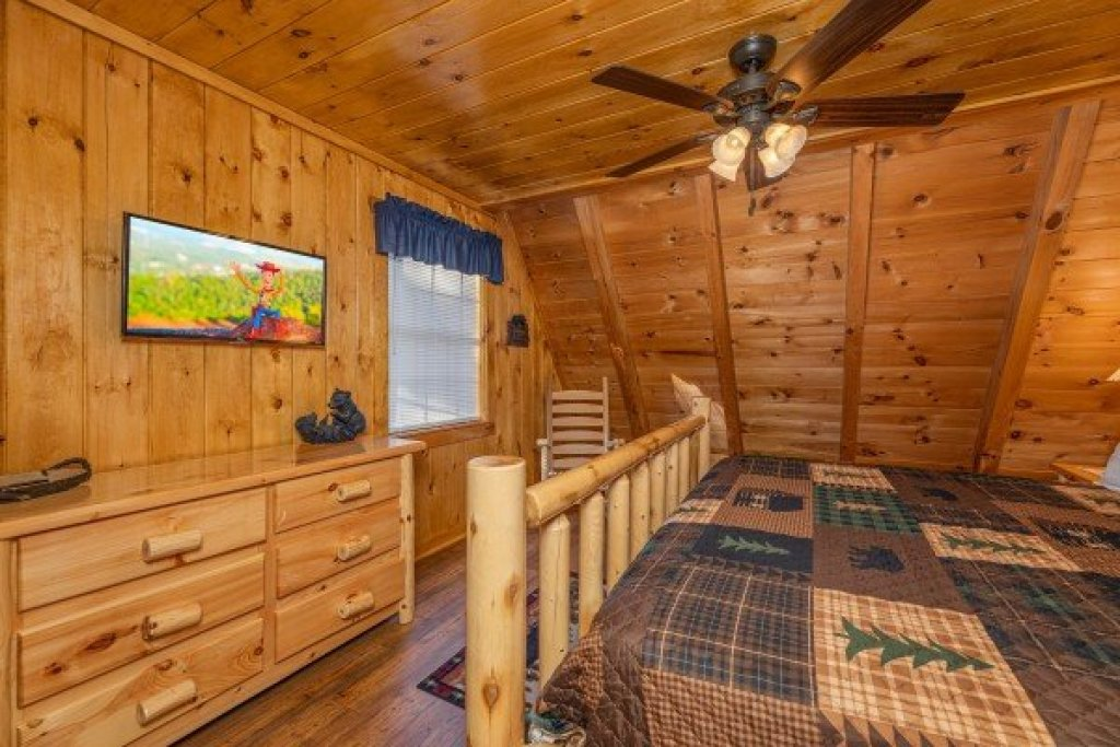 Photo of a Pigeon Forge Cabin named Cozy Mountain View - This is the eighth photo in the set.
