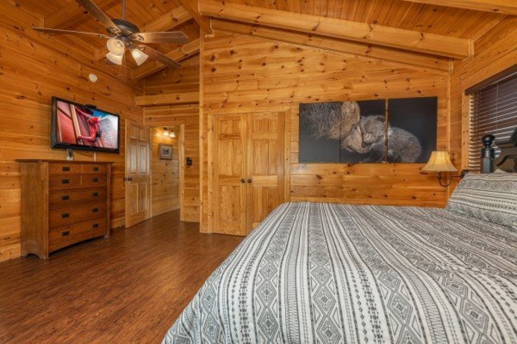 Photo of a Sevierville Cabin named Loving Every Minute - This is the eighteenth photo in the set.