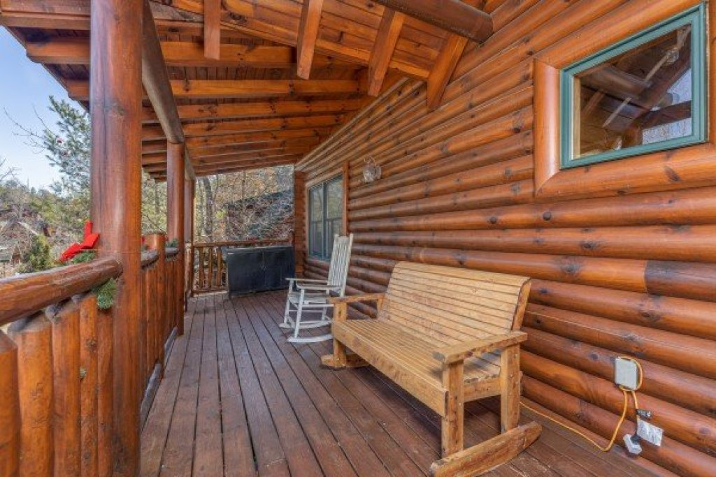 Photo of a Sevierville Cabin named Loving Every Minute - This is the thirtieth photo in the set.