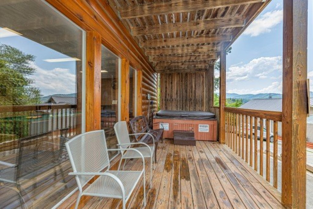 Photo of a Gatlinburg Cabin named High In The Smokies - This is the twentieth photo in the set.