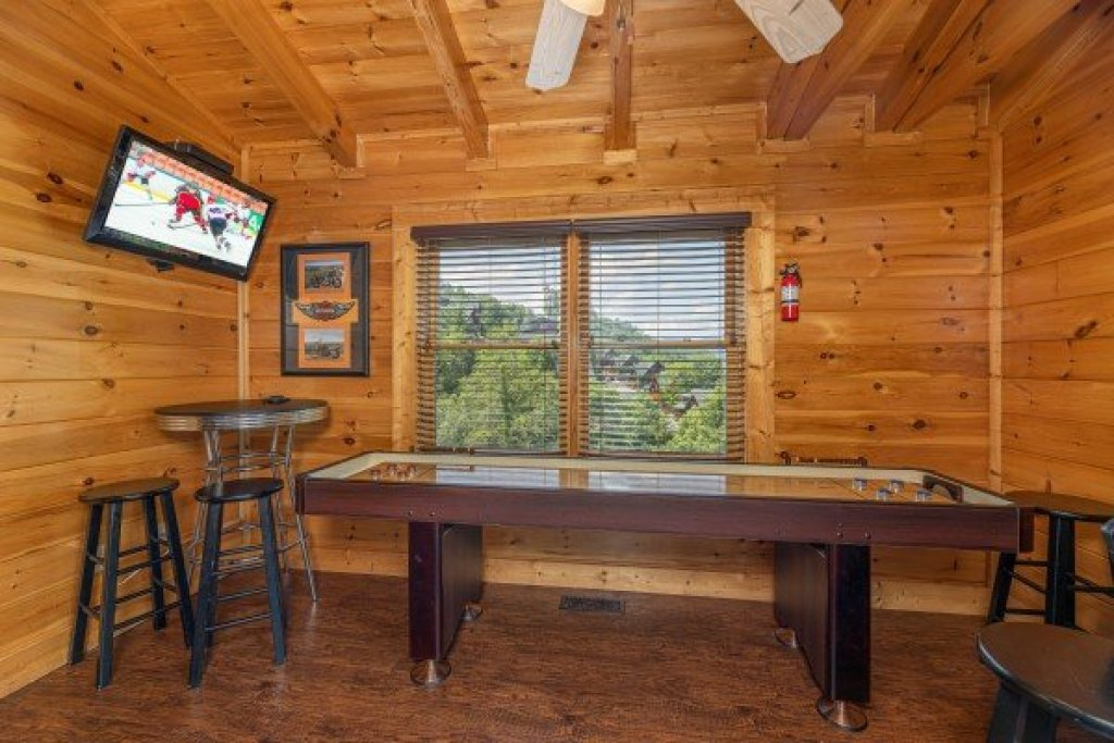 Photo of a Sevierville Cabin named Loving Every Minute - This is the sixteenth photo in the set.