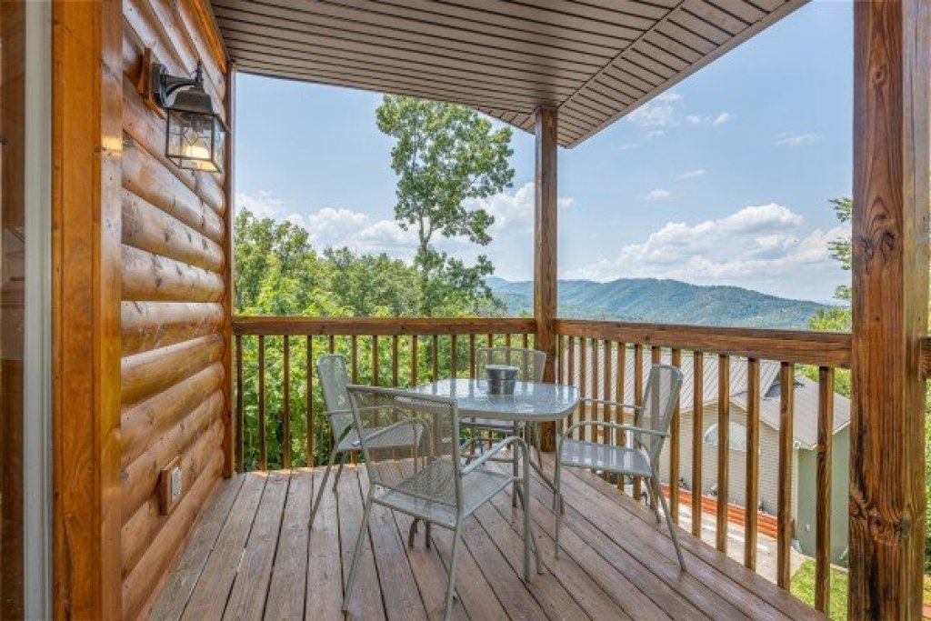 Photo of a Gatlinburg Cabin named High In The Smokies - This is the seventh photo in the set.