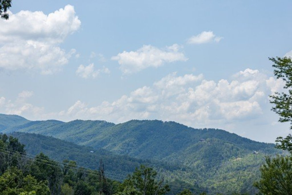Photo of a Gatlinburg Cabin named High In The Smokies - This is the eighth photo in the set.