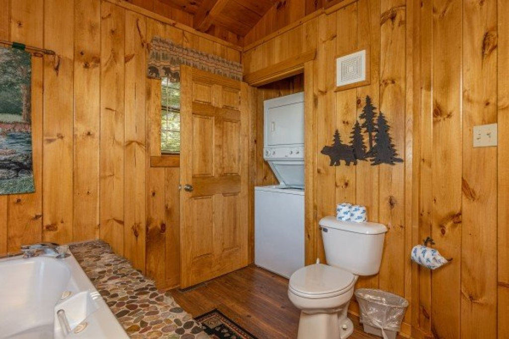 Photo of a Pigeon Forge Cabin named Cozy Mountain View - This is the twentieth photo in the set.