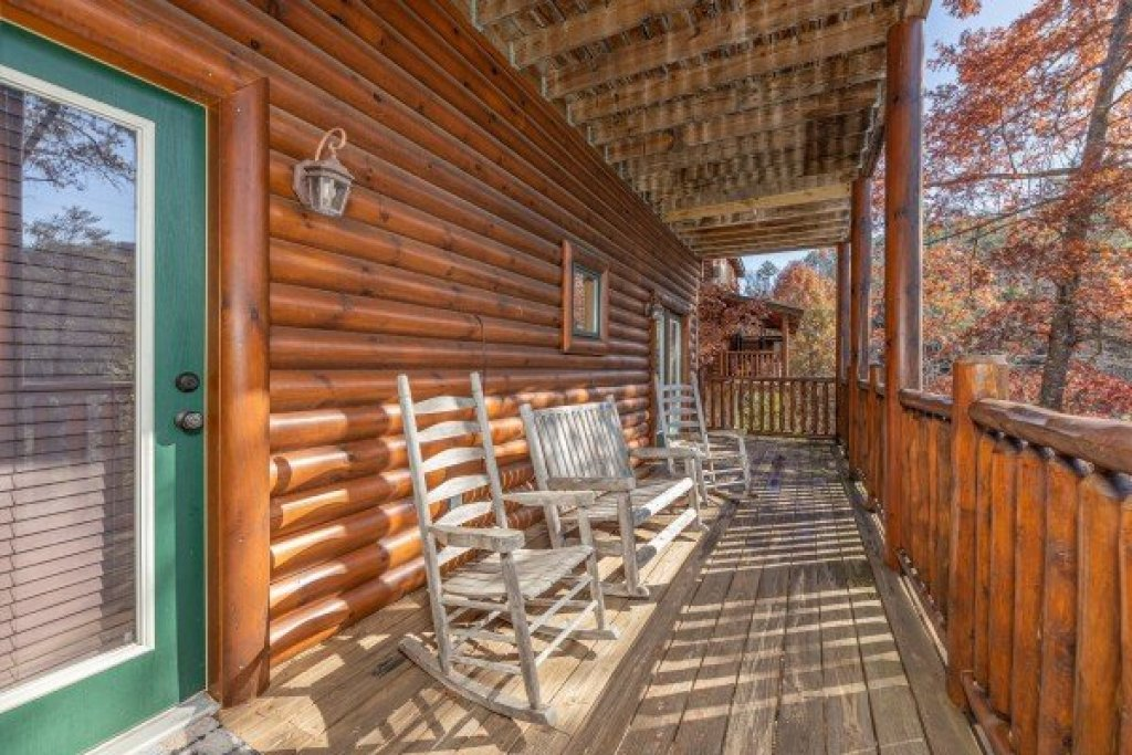 Photo of a Sevierville Cabin named Loving Every Minute - This is the thirty-first photo in the set.