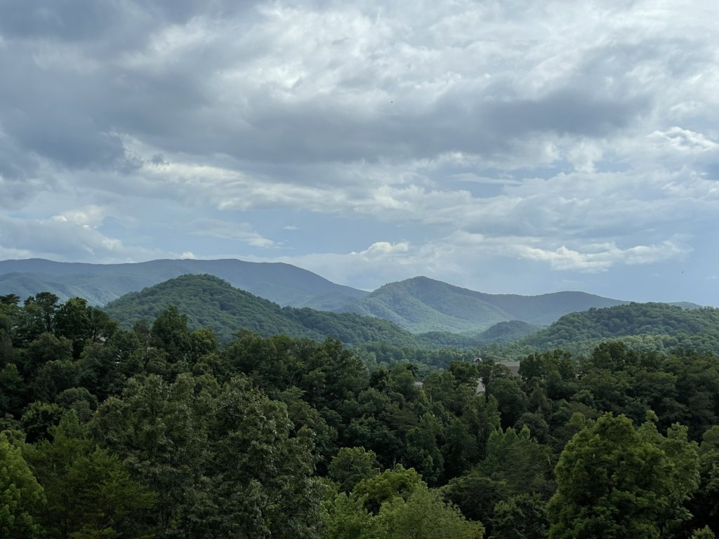 Photo of a Pigeon Forge Cabin named Misty Mountain - This is the first photo in the set.