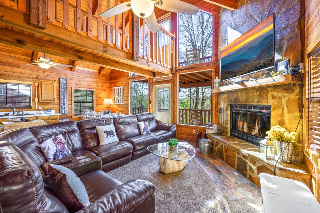Photo of a Pigeon Forge Cabin named Misty Mountain - This is the third photo in the set.