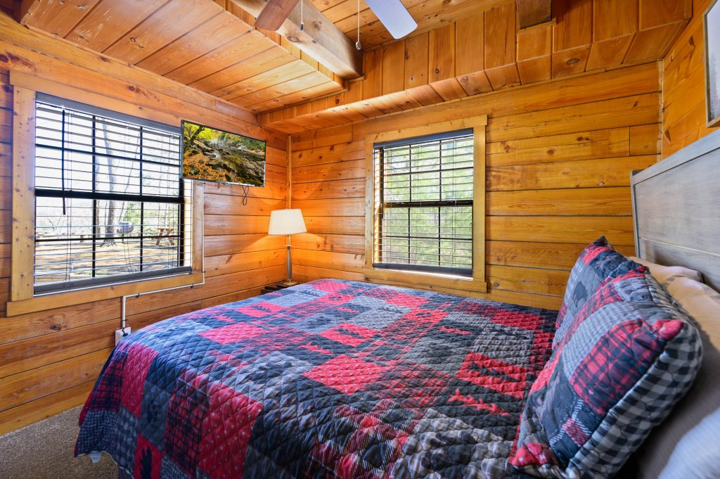 Photo of a Pigeon Forge Cabin named Misty Mountain - This is the thirteenth photo in the set.