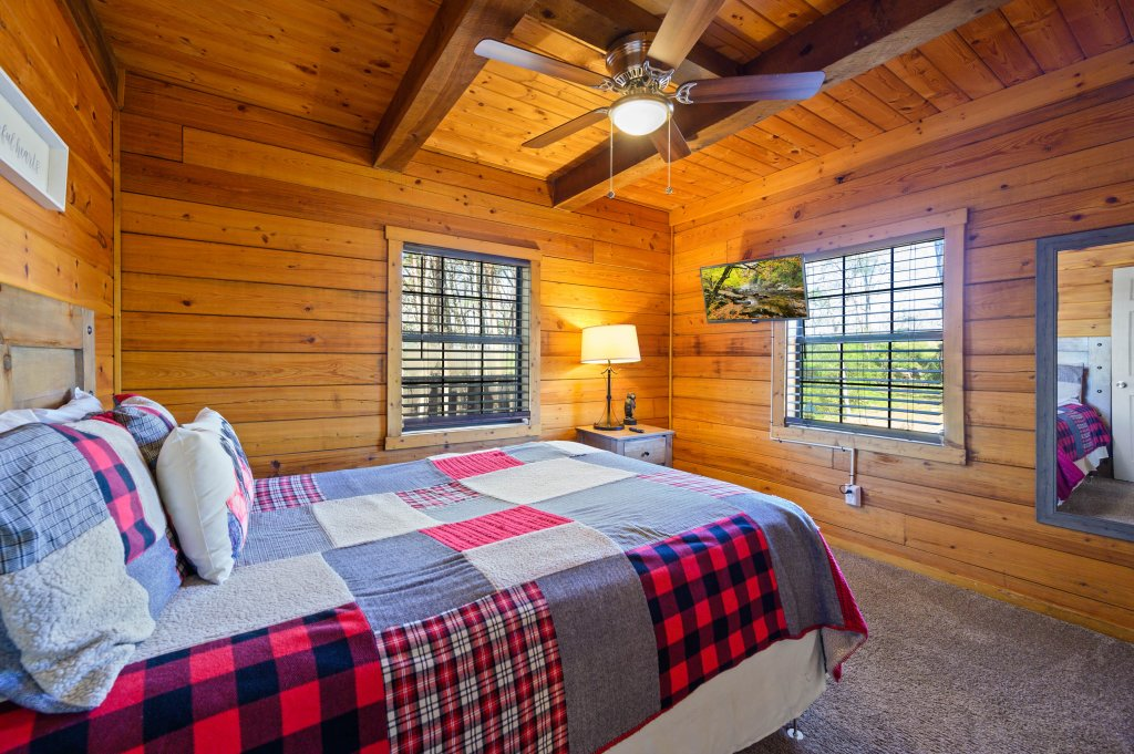 Photo of a Pigeon Forge Cabin named Misty Mountain - This is the eleventh photo in the set.