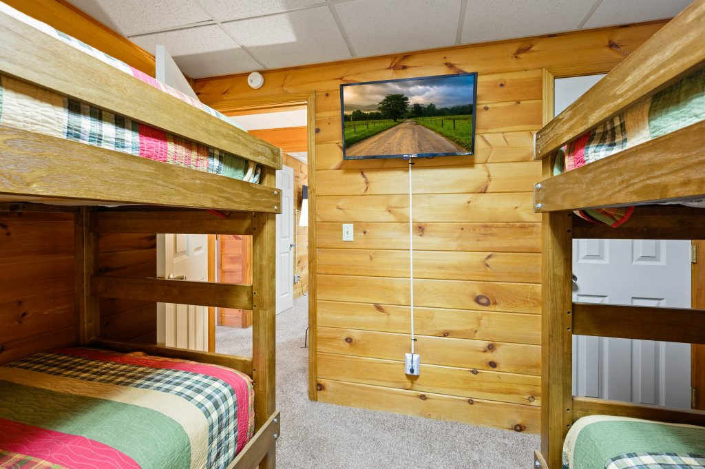 Photo of a Pigeon Forge Cabin named Misty Mountain - This is the fourteenth photo in the set.