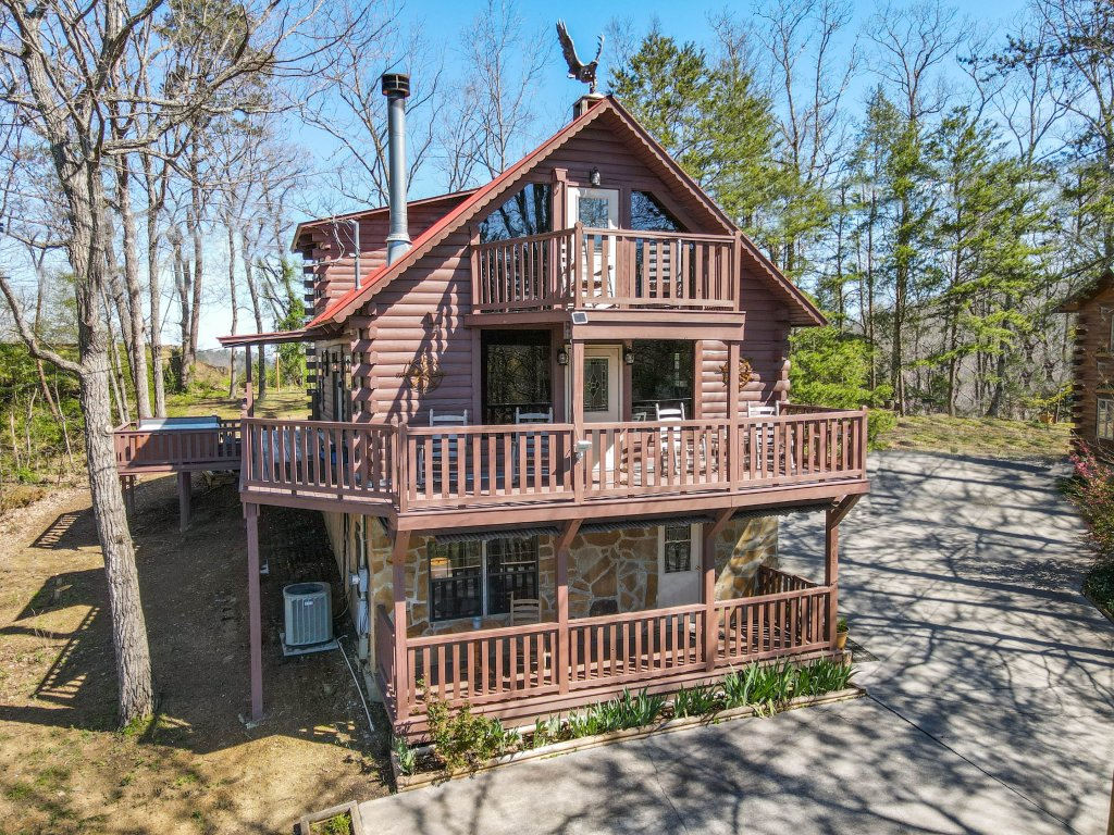 Photo of a Pigeon Forge Cabin named Misty Mountain - This is the nineteenth photo in the set.