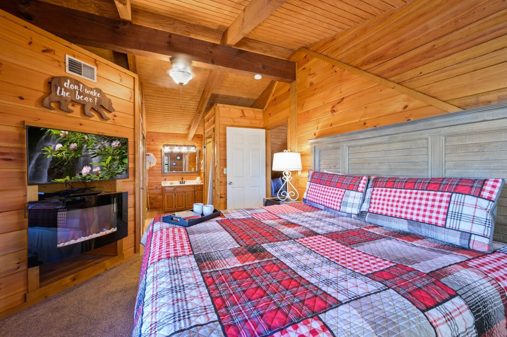 Photo of a Pigeon Forge Cabin named Misty Mountain - This is the twenty-second photo in the set.