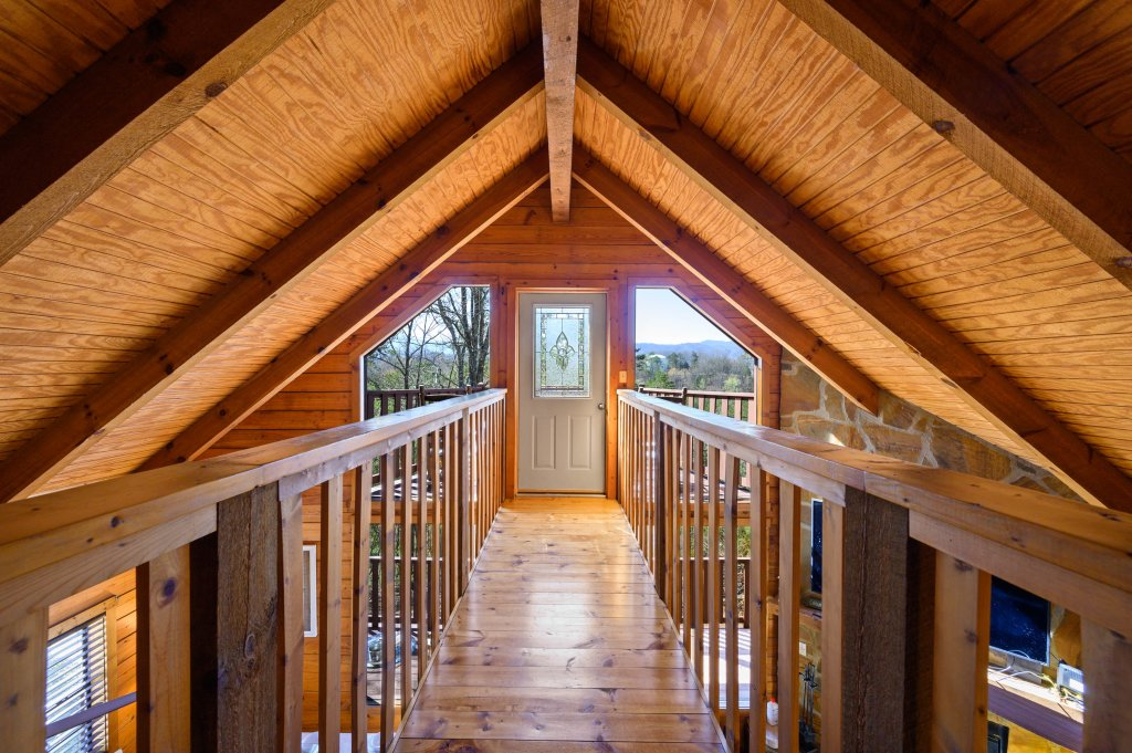 Photo of a Pigeon Forge Cabin named Misty Mountain - This is the twentieth photo in the set.