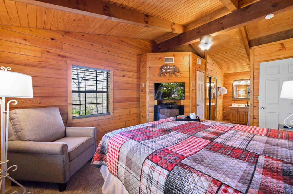Photo of a Pigeon Forge Cabin named Misty Mountain - This is the twenty-first photo in the set.