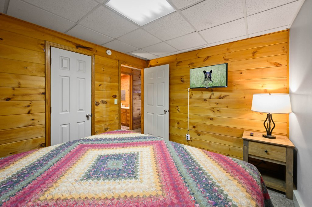 Photo of a Pigeon Forge Cabin named Misty Mountain - This is the twenty-fifth photo in the set.