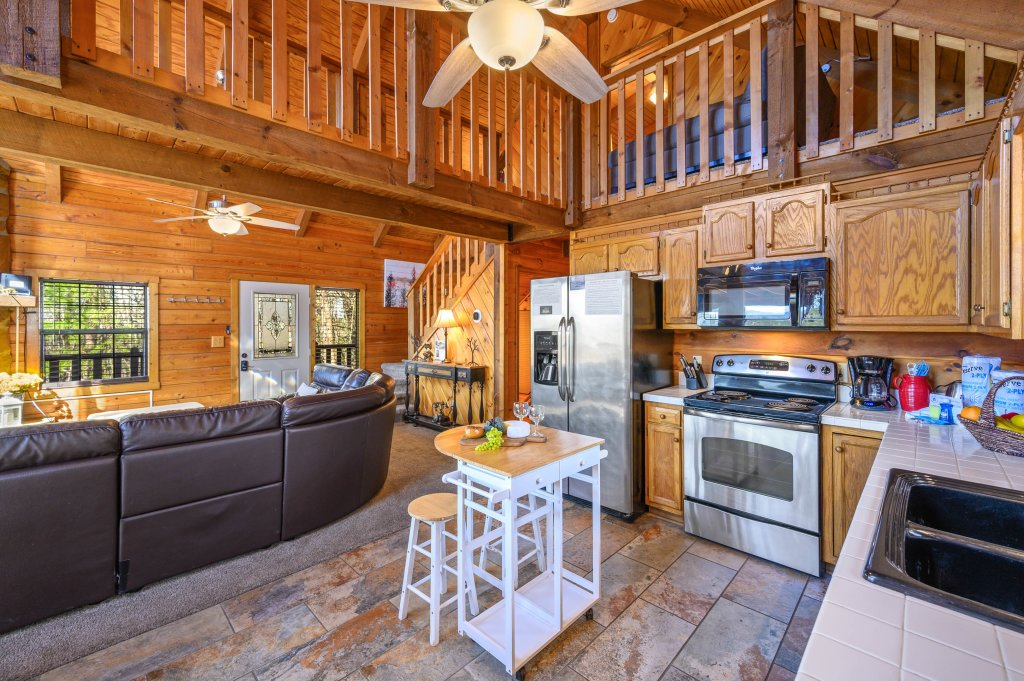 Photo of a Pigeon Forge Cabin named Misty Mountain - This is the twenty-eighth photo in the set.