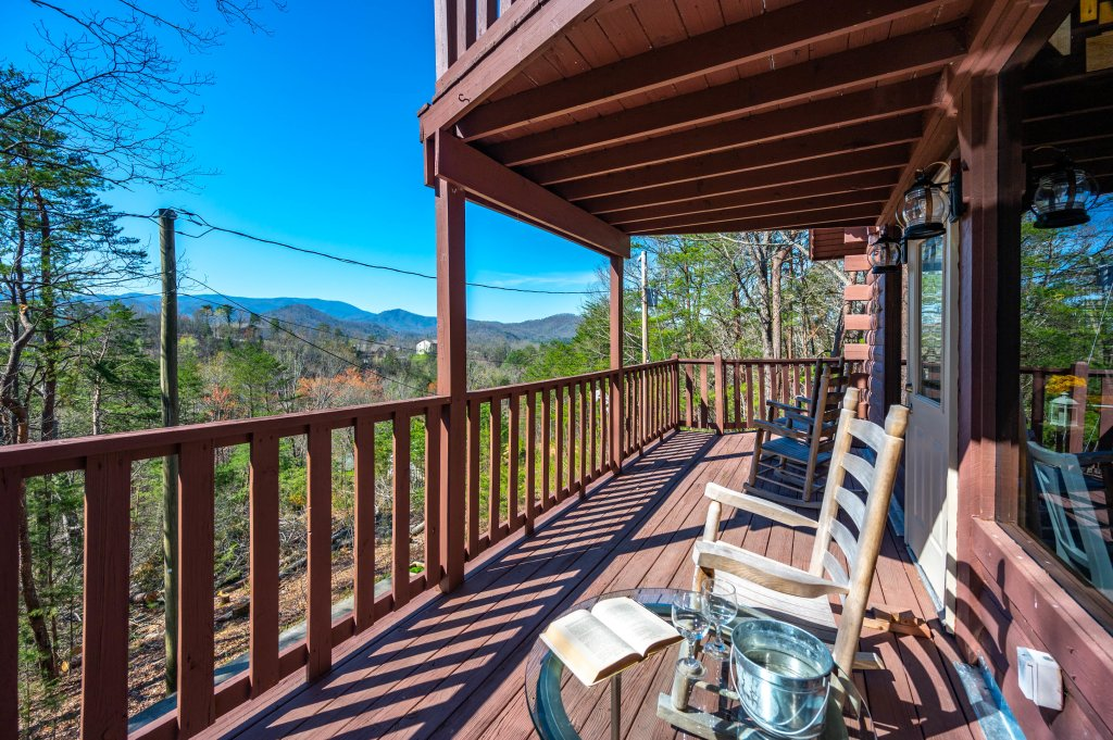 Photo of a Pigeon Forge Cabin named Misty Mountain - This is the twenty-sixth photo in the set.