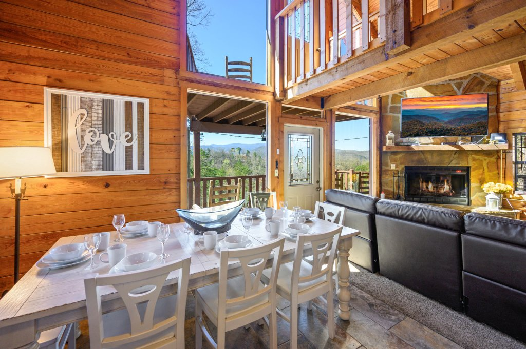 Photo of a Pigeon Forge Cabin named Misty Mountain - This is the twenty-seventh photo in the set.