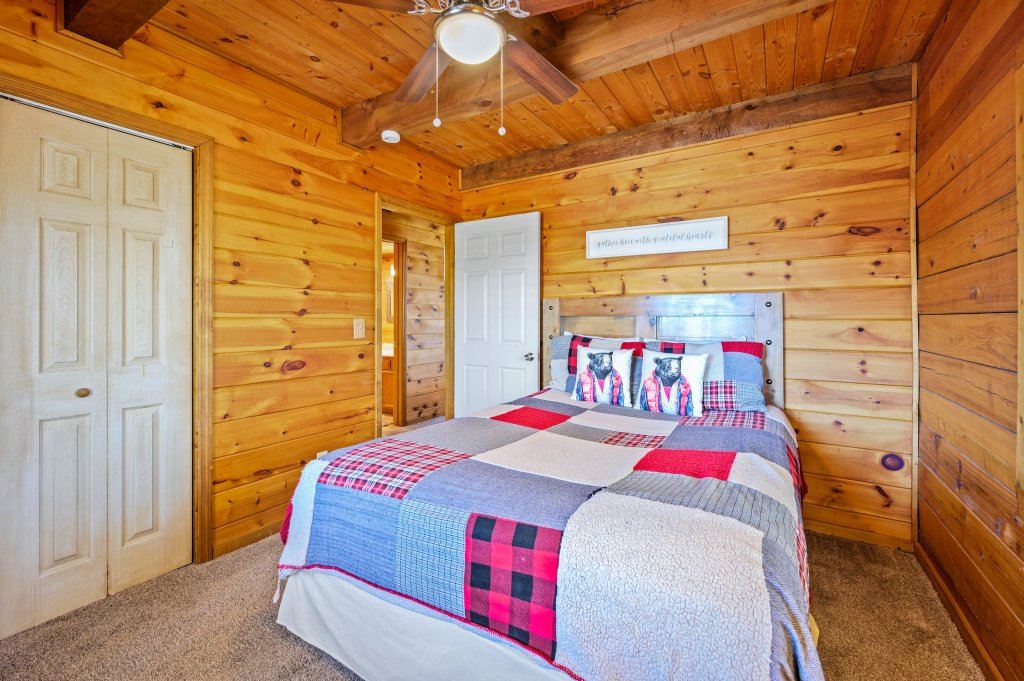 Photo of a Pigeon Forge Cabin named Misty Mountain - This is the fifty-fourth photo in the set.