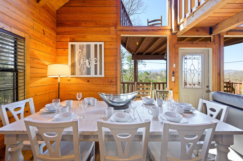 Photo of a Pigeon Forge Cabin named Misty Mountain - This is the fiftieth photo in the set.