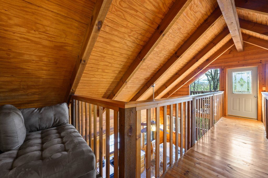 Photo of a Pigeon Forge Cabin named Misty Mountain - This is the seventy-fifth photo in the set.
