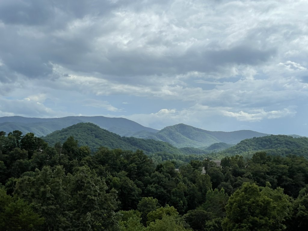 Photo of a Pigeon Forge Cabin named Misty Mountain - This is the seventy-ninth photo in the set.