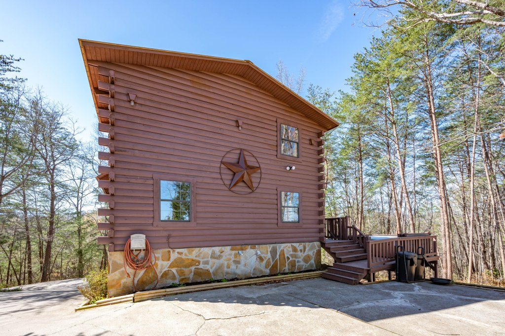 Photo of a Pigeon Forge Cabin named Misty Mountain - This is the sixty-seventh photo in the set.