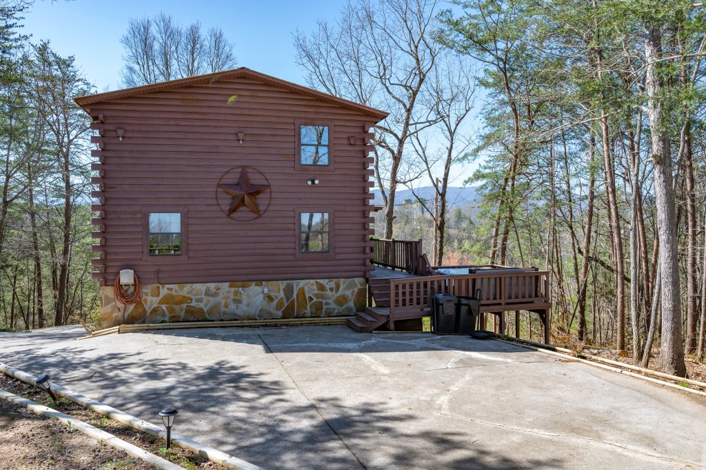 Photo of a Pigeon Forge Cabin named Misty Mountain - This is the seventieth photo in the set.