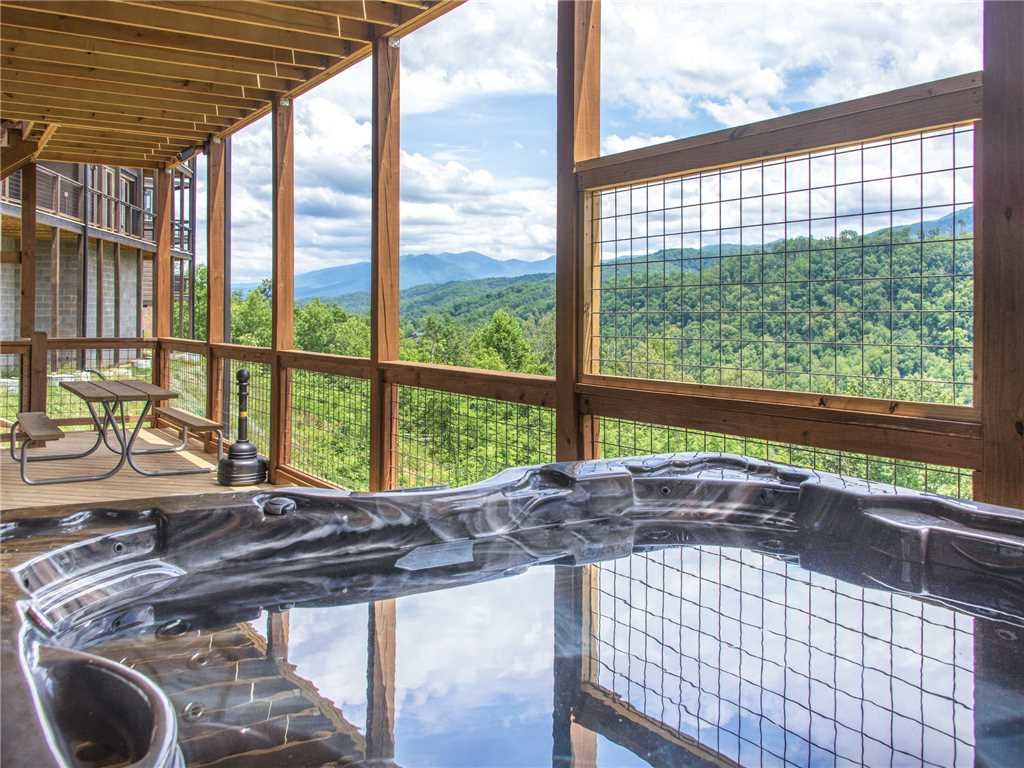 Photo of a Gatlinburg Cabin named Splashtastic View Lodge - This is the third photo in the set.