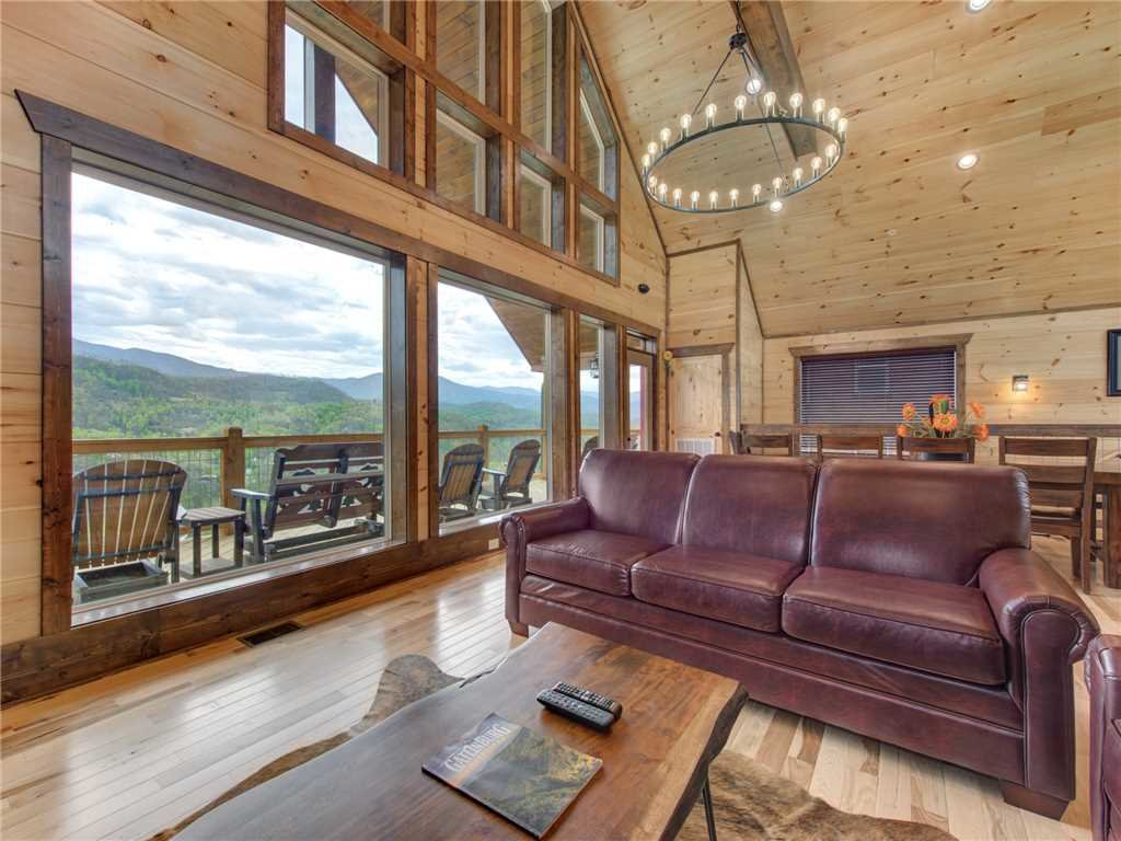 Photo of a Gatlinburg Cabin named Splashtastic View Lodge - This is the seventh photo in the set.