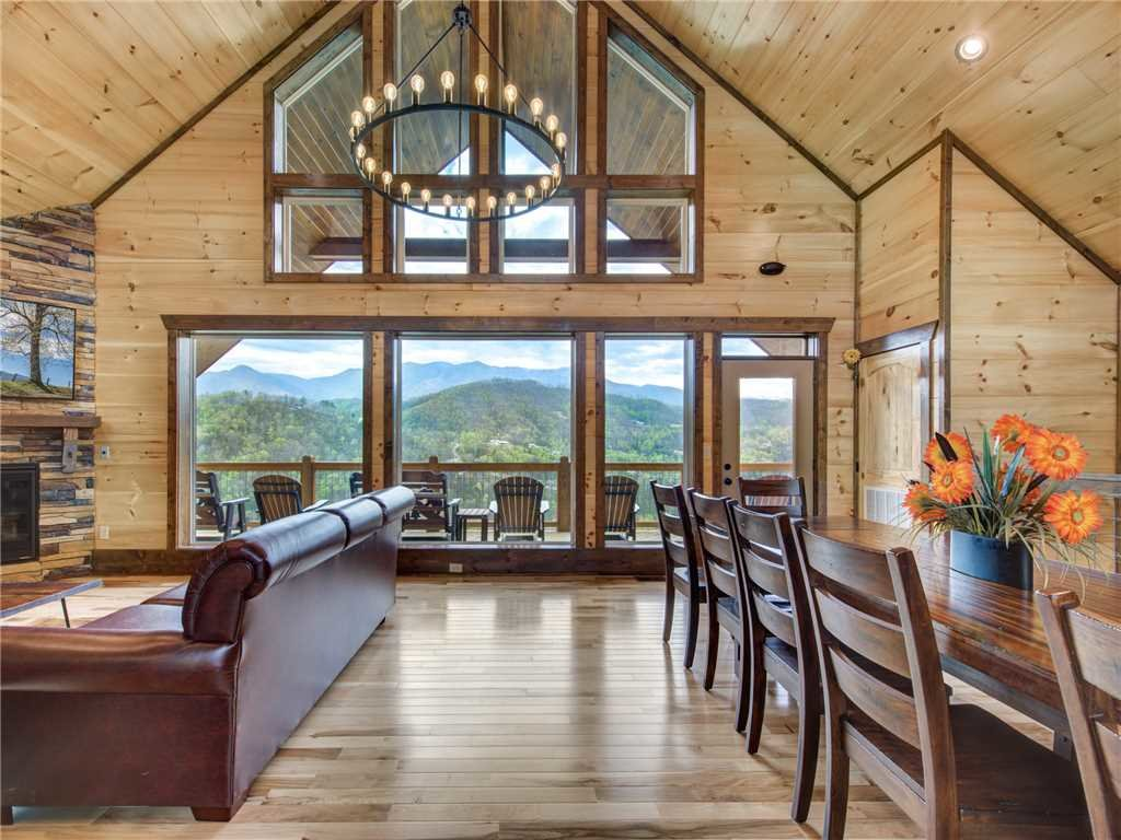 Photo of a Gatlinburg Cabin named Splashtastic View Lodge - This is the fourth photo in the set.