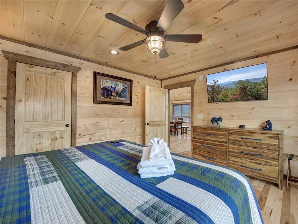 Photo of a Gatlinburg Cabin named Splashtastic View Lodge - This is the twenty-seventh photo in the set.