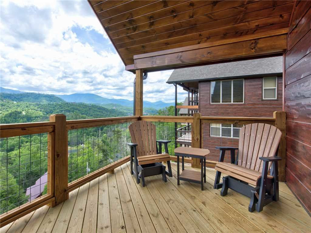 Photo of a Gatlinburg Cabin named Splashtastic View Lodge - This is the nineteenth photo in the set.