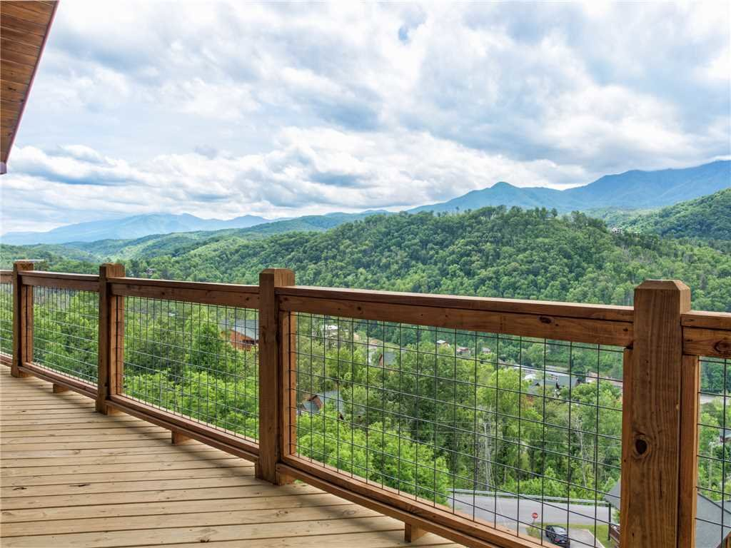 Photo of a Gatlinburg Cabin named Splashtastic View Lodge - This is the fiftieth photo in the set.
