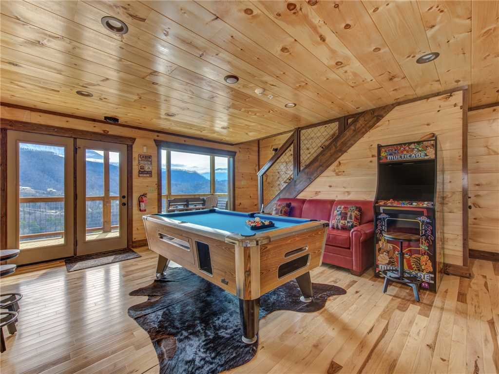 Photo of a Gatlinburg Cabin named Splashtastic View Lodge - This is the fourteenth photo in the set.
