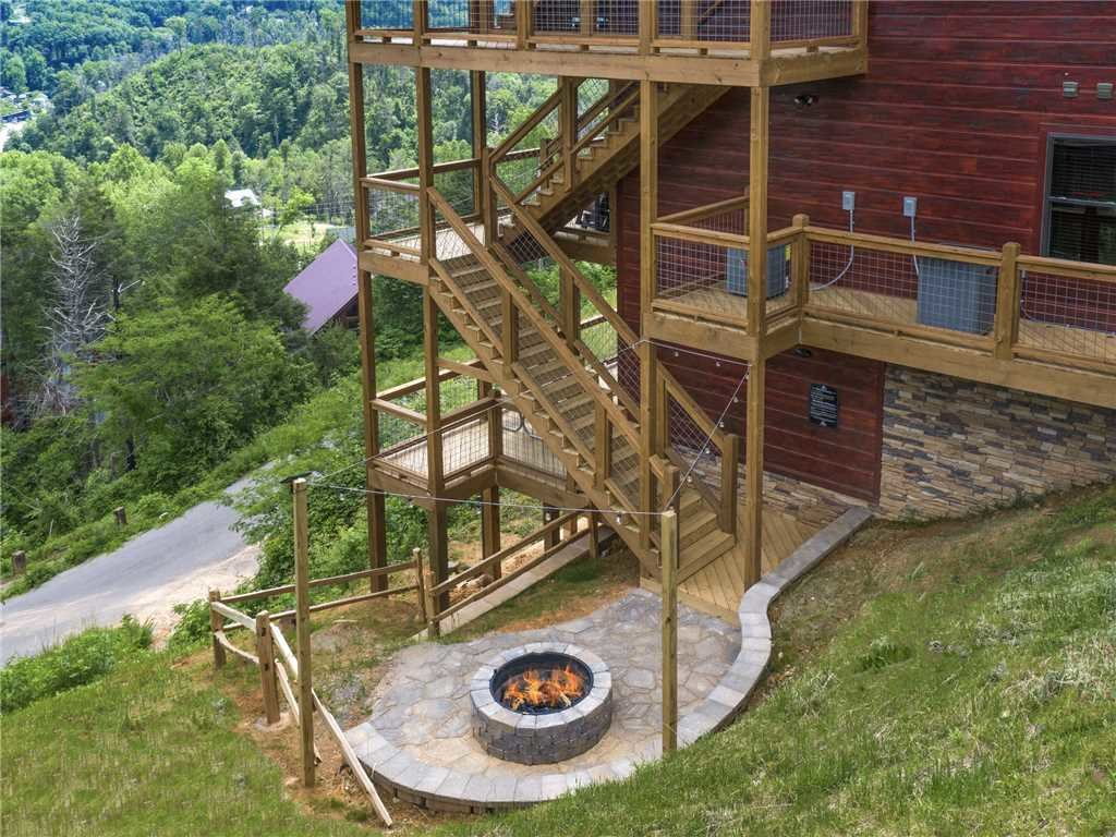 Photo of a Gatlinburg Cabin named Splashtastic View Lodge - This is the forty-seventh photo in the set.