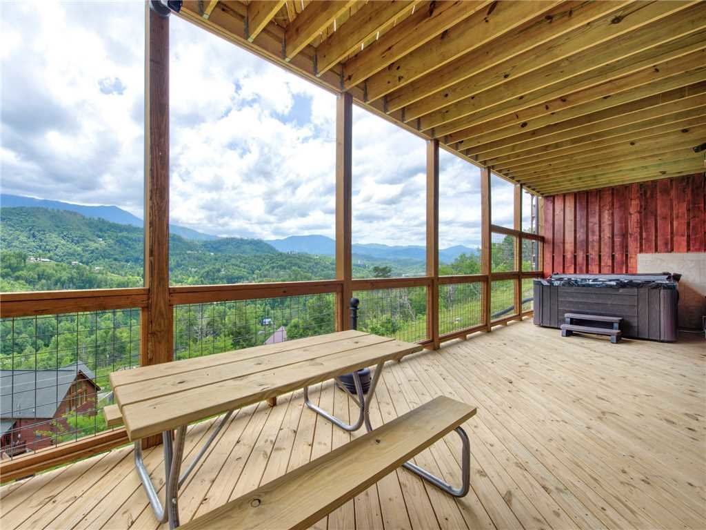 Photo of a Gatlinburg Cabin named Splashtastic View Lodge - This is the forty-second photo in the set.