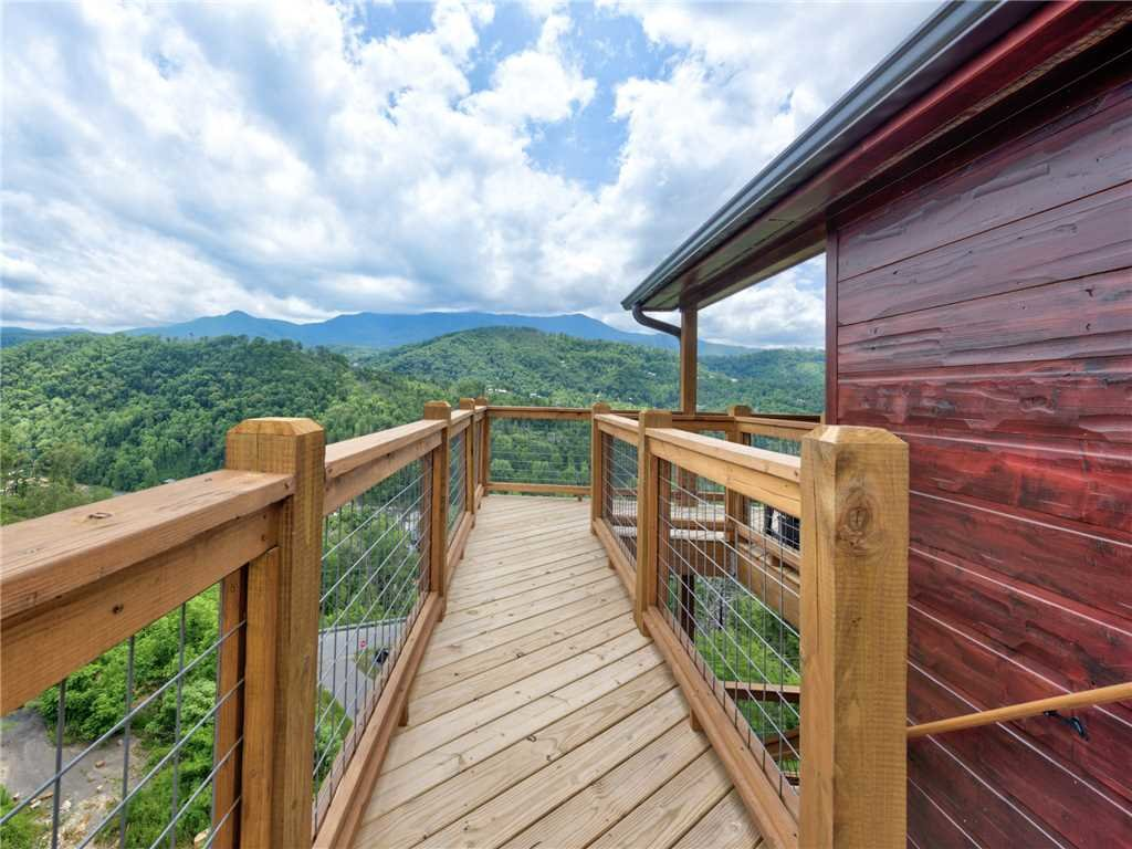 Photo of a Gatlinburg Cabin named Splashtastic View Lodge - This is the forty-ninth photo in the set.