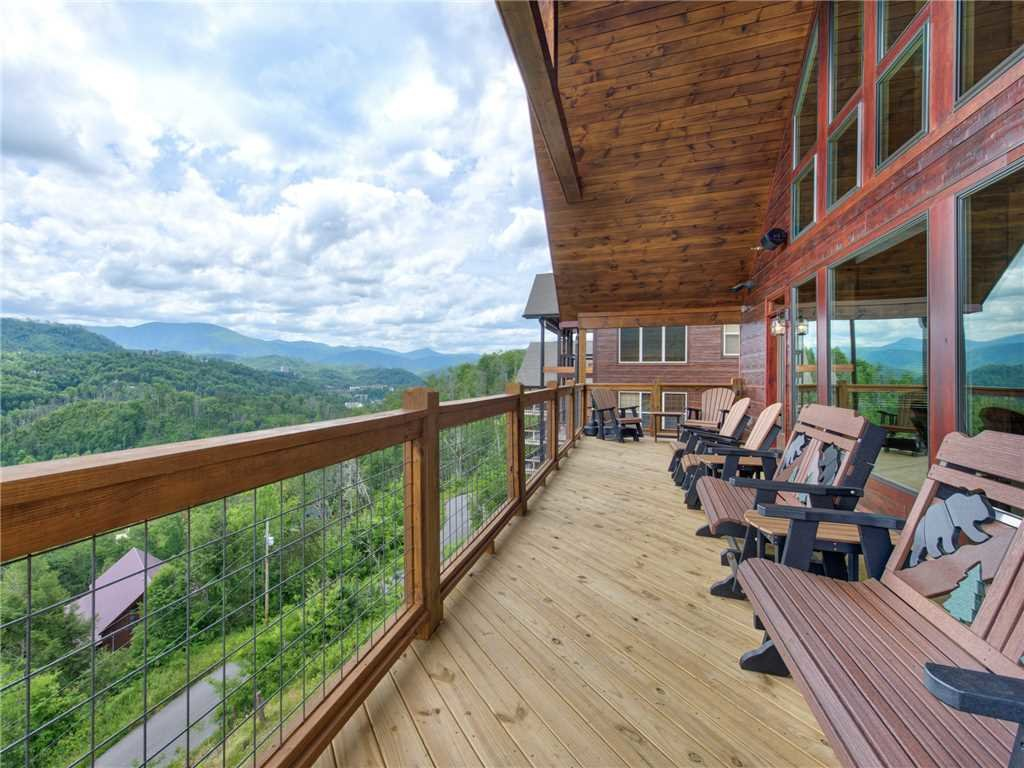 Photo of a Gatlinburg Cabin named Splashtastic View Lodge - This is the fifty-first photo in the set.