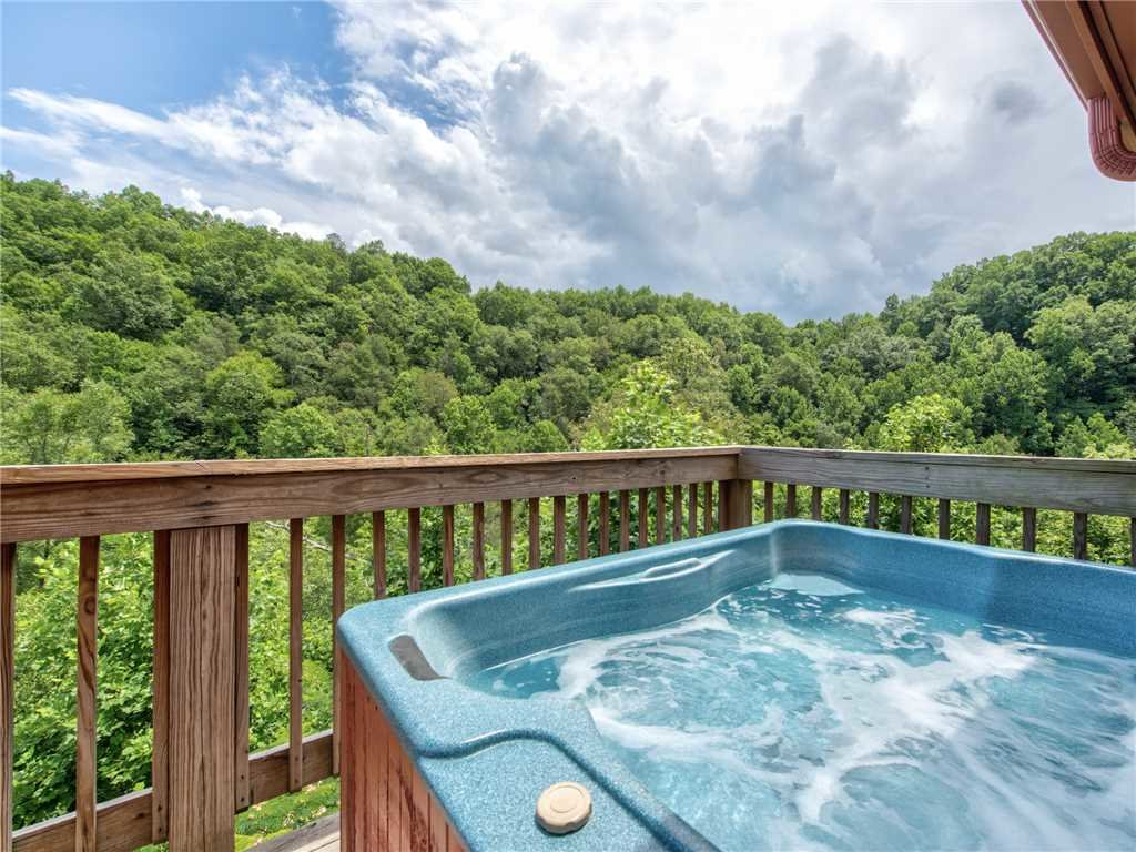 Photo of a Gatlinburg Cabin named Alexas Hideaway - This is the second photo in the set.