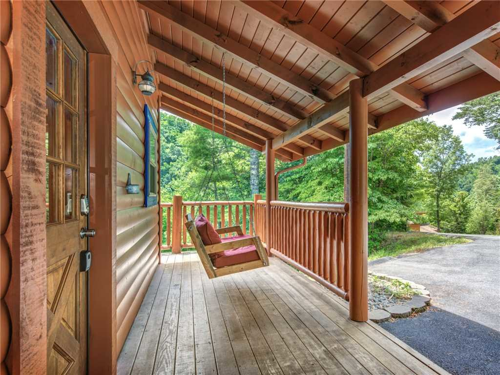 Photo of a Gatlinburg Cabin named Alexas Hideaway - This is the fourth photo in the set.